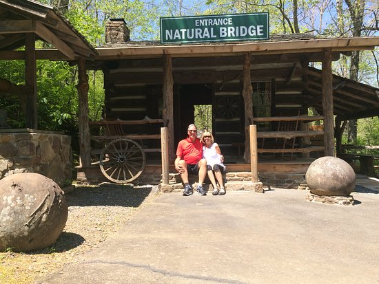 Clinton, AR: Entrance To The Natural Bridge