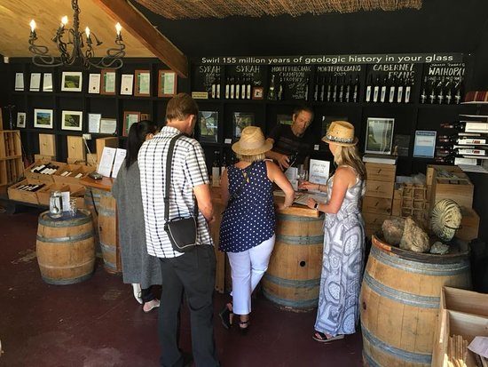 Isla Waiheke, Nueva Zelanda: Tastings such a great way to spend the day learning about great Waiheke Wines