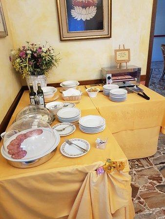 Hotel Felix Pindemonte: 20180429_075825_large.jpg