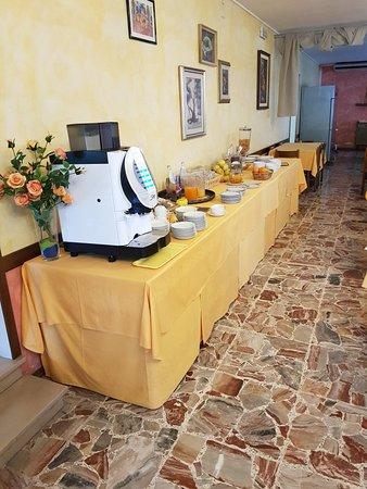 Hotel Felix Pindemonte: 20180429_075821_large.jpg