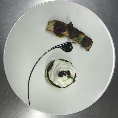 Camblanes et Meynac, ฝรั่งเศส: Fraîcheur de légumes , émulsion à la ricotta , tapenade d'olive noire ...