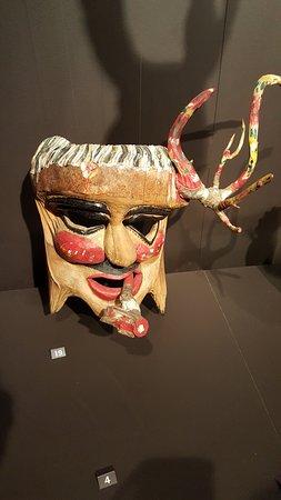 MAV - Museo dell'Artigianato Valdostano di Tradizione: maschera scolpita nel legno