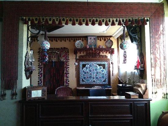 Hotel Bella: 4/1~4/3在Bella Hotel度過了很愉快的三天,這裏的工作人員服務很好,還免費提供去Ephesus的服務 這是個擁有合理價格的好酒店,古色古香、鄂圖曼風格的佈置,如果您喜歡這種風格,