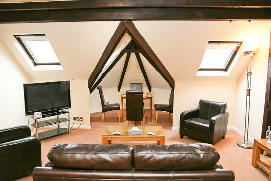 Millfields Hotel: Rafters Suite Relaxing Area