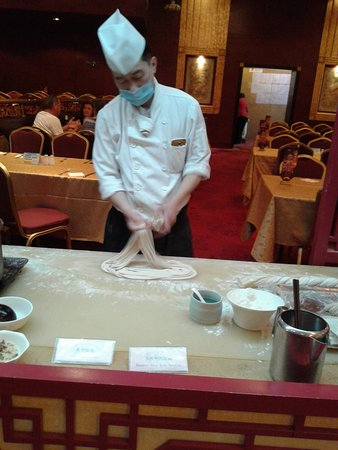 Yun'an Xian, China: preparazione noodles