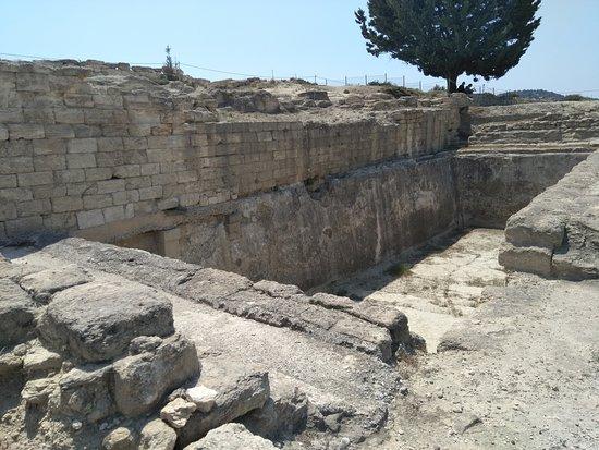 Ancient Kamiros: The water tank.