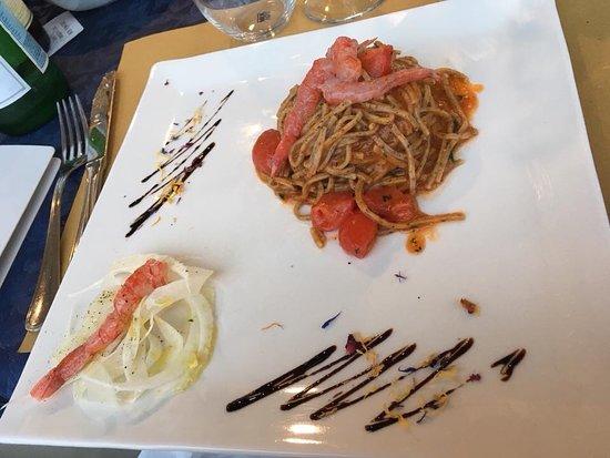 La Vecchia Scogliera: Taglioni di grano saraceno con sushi di gamberi rossi