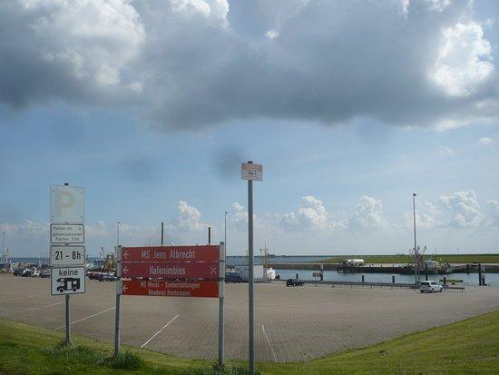 Wangerland, Alemania: Parkplatz an der Schleuse