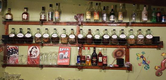 Marigot, Dominika: The rum bar in dining room