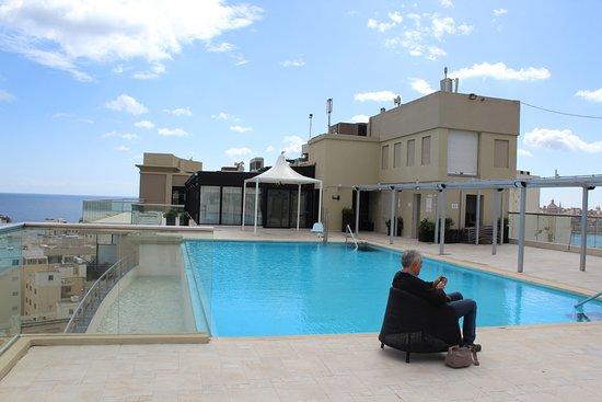 The Victoria Hotel: Poll auf der Dachterrasse
