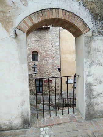 Porta Romana di San Gemini: IMG_20180501_151528_large.jpg