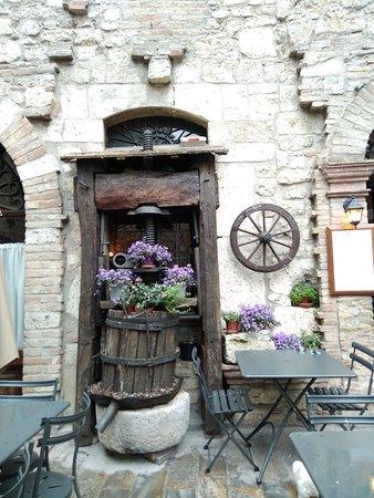 Porta Romana di San Gemini: IMG_20180501_150843_large.jpg