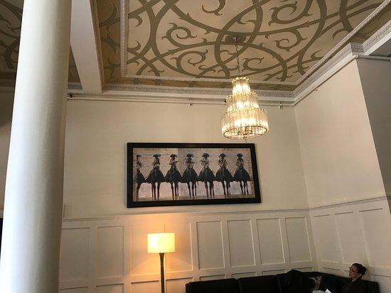 The Oxford Hotel: Lobby