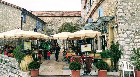 La terrasse de la Taverne Provençale - Picture of La Taverne ...