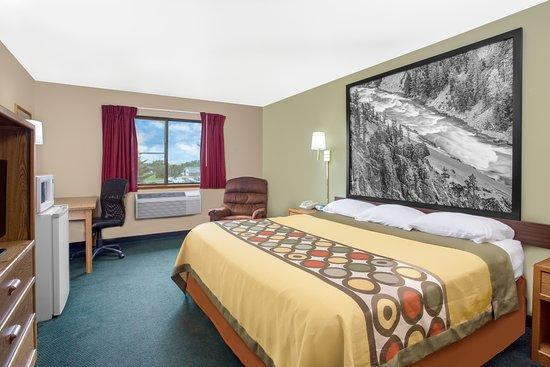 Antigo, Wisconsin: 1 King Bed Room