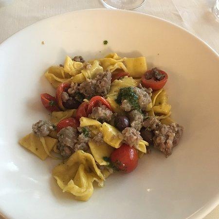 Cantalupa, Italy: Antipasto misto piemontese, pappardelle salsiccia e pomodori secchi, ossobuco e frittata di past