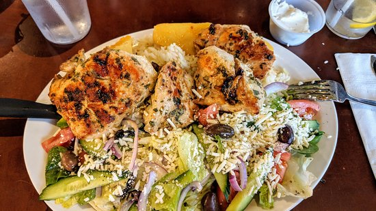 Mo's Family Restaurant: Chicken souvlaki dinner