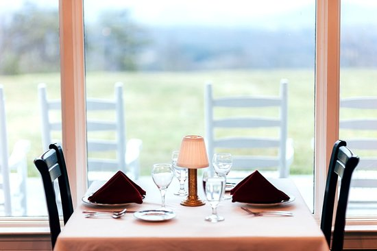 Newport, TN: The Mountain View at Christopher Place Dining