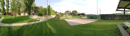 Ramazzano, Italia: Parco e campetto