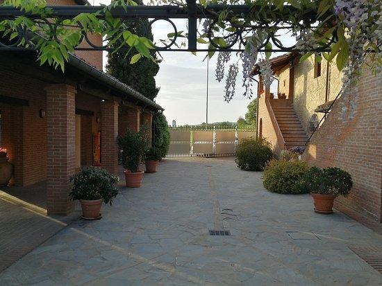 Ramazzano, Italia: borghetto ingresso