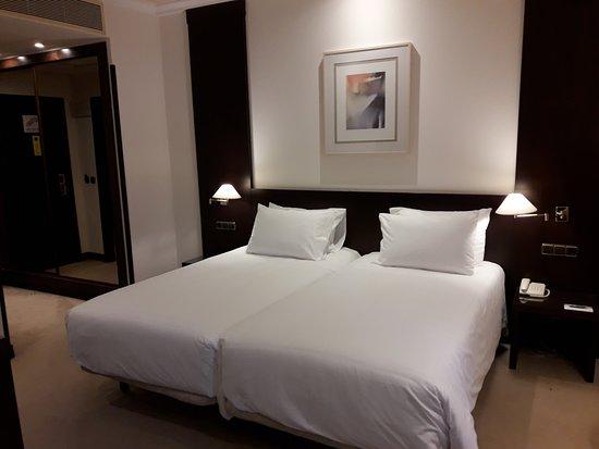 Exe Oviedo Centro: cama.