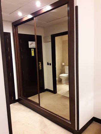 Exe Oviedo Centro: armario.