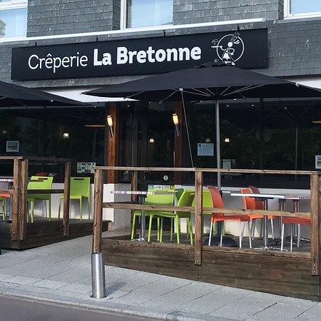 Vern sur Seiche, Francia: Crêperie La Bretonne Façade avec sa terrasse