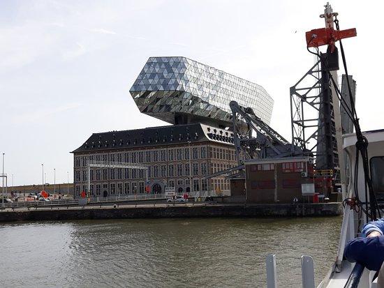 Antwerp, Belgium: Zicht op havenhuis