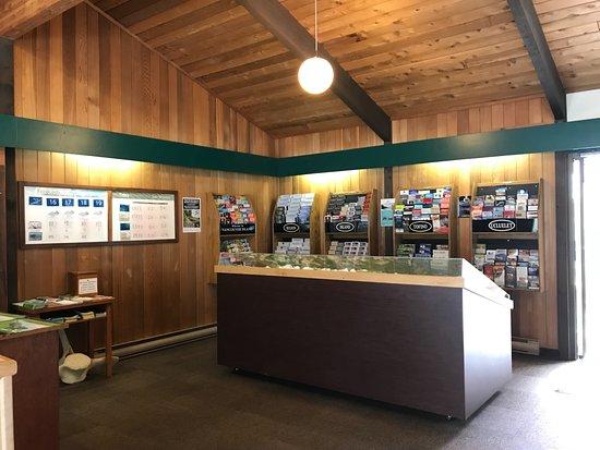 Pacific Rim Visitor Centre : Bright spacious interior