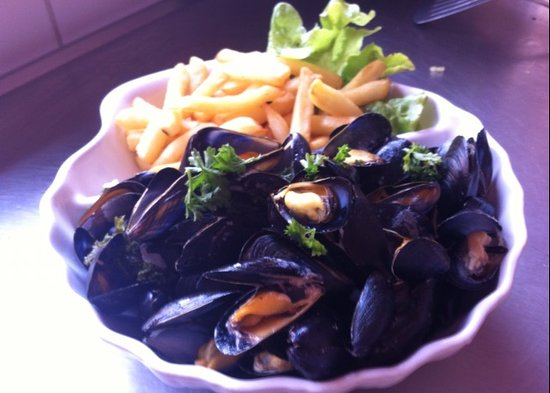 Ile-d'Arz, France: Moules frites bouchot extra