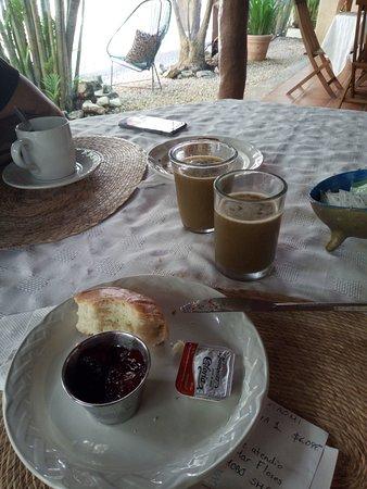 Barrio Latino Hotel: Desayunando