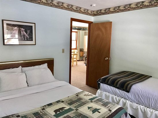 Halfway Lake Cottages, hoteles en Manistique