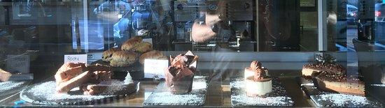 Stone Oven Bistro: more cakes