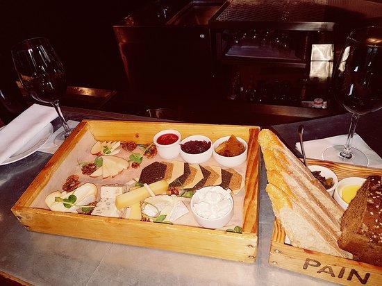 Merchant Hotel: Berts bar cheese board...amazing.