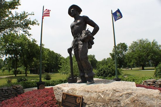 ‪‪Farlington‬, ‪Kansas‬: Entering the park, visitors are greeted by a memorial dedicated to the Civilian Conservation Cor‬