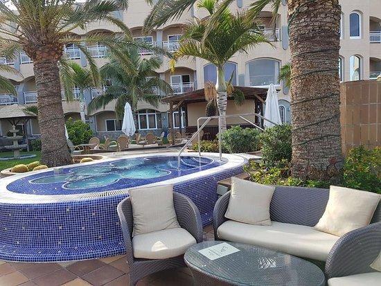San Agustin Beach Club: Heated water jacuzzi outdors