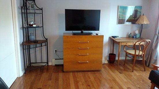 Kingston, NY: Mid-Century Living Room