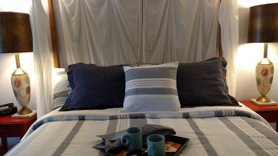 Rondout Inn: Breakfast in Bed