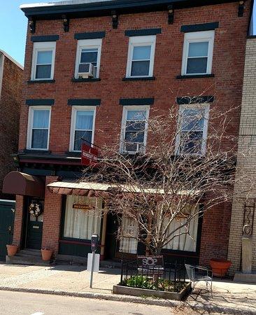 Kingston, NY: Building Exterior