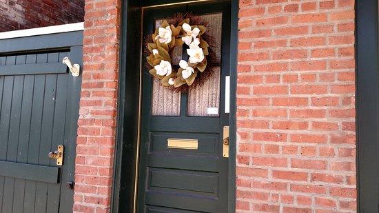 Kingston, NY: Front Entrance
