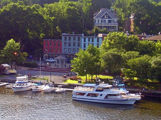 Rondout Inn: Rondout Creek