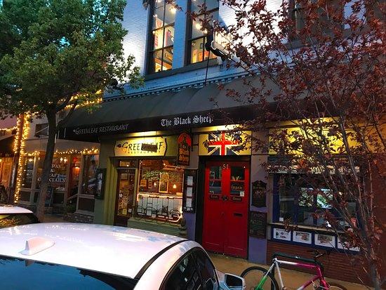 Greenleaf Restaurant: Street view of the entrance