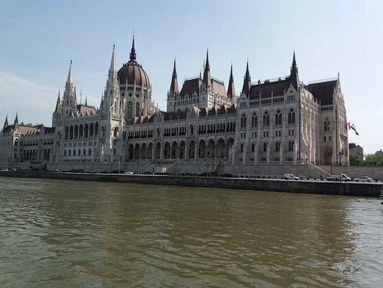Hotel Erzsebet City Center: il Parlamento ..raggiungibile a piedi 30 minuti