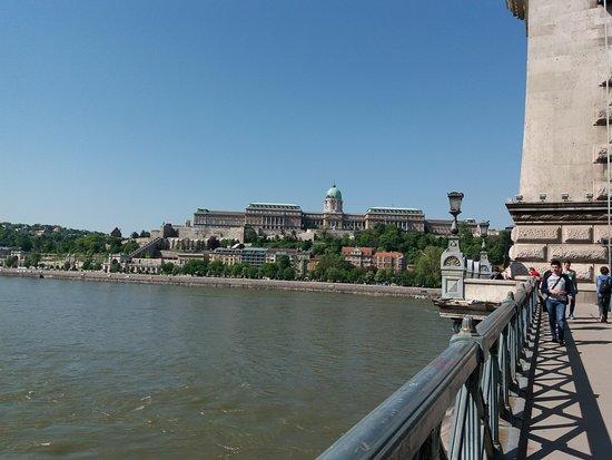 Hotel Erzsebet City Center: Il ponte delle catene e vista di Buda