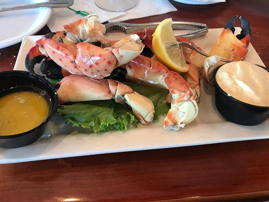 Lock 'N Key Restaurant & Pub: stone crabs with drawn butter and mustard sauce