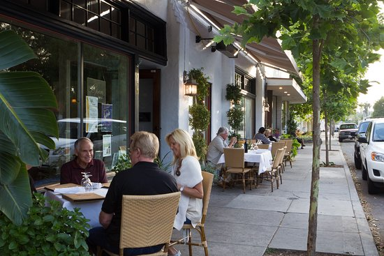 Ojai, CA: front patio/sidewalk