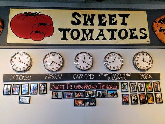 Sweet Tomatoes Neapolitan Pizza: It's always pizza time somewhere.