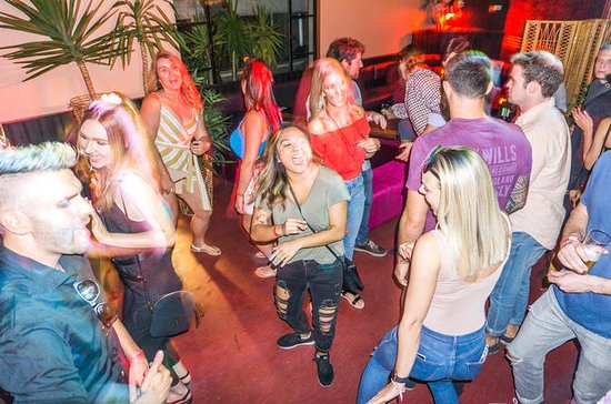 Melbourne Pub Crawl: WILD Party Bar Tour with VIP Entry and 4 Drinks...