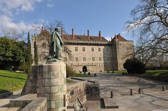 Guimarães Medieval Tour with Lunch