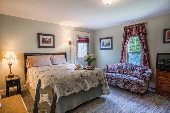 Heartwood Inn and Spa: Main East room
